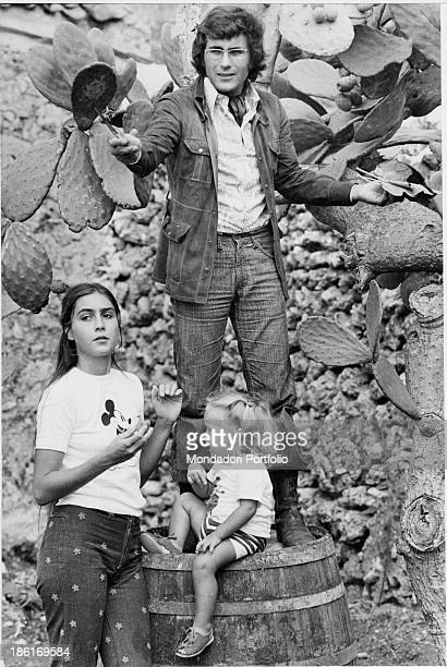 Italian singersingwriter Al Bano standing on a cask with his wife Americanborn Italian singer and actress Romina Power and their daughter Ylenia...