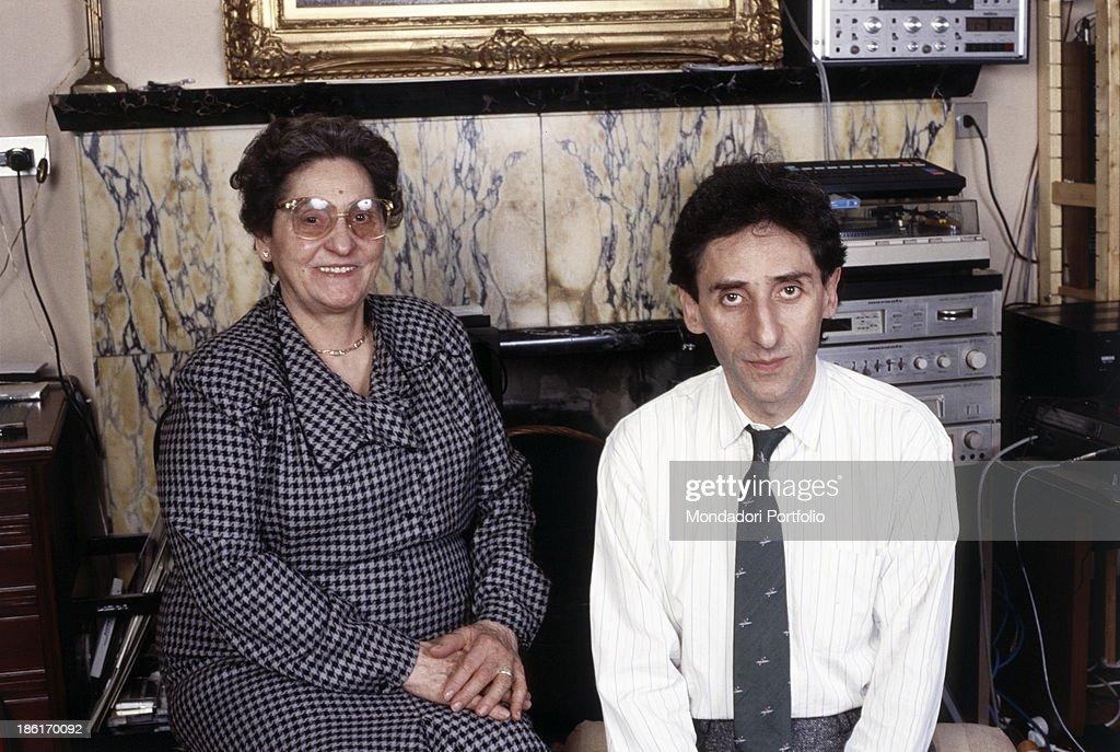 Grazia Battiato smiling beside Franco Battiato : Foto di attualità