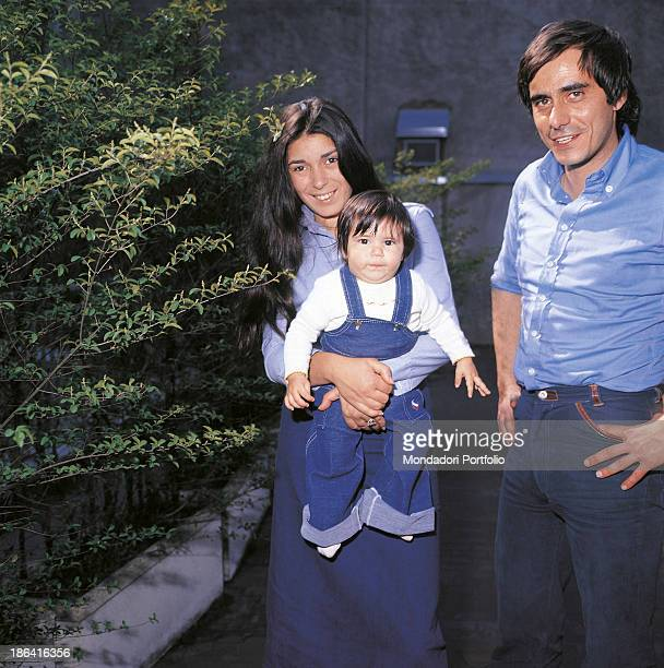 Italian singersongwriter and writer Roberto Vecchioni smiling with his wife Irene Bozzi and his daughter Francesca Milan 1976