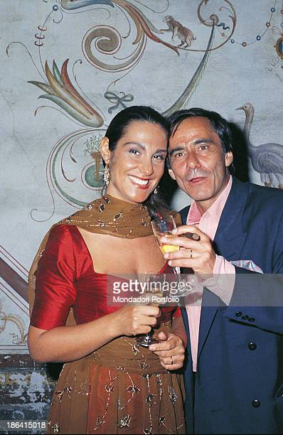 Italian singersongwriter and writer Roberto Vecchioni toasting with his wife Italian journalist Daria Colombo in the day of their wedding Milan 1989