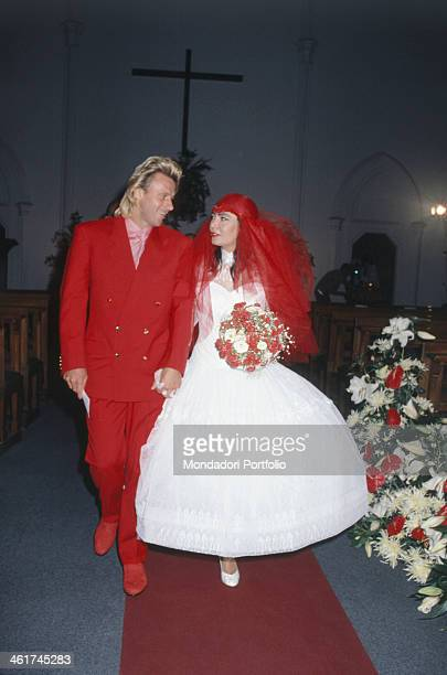 Italian singersongwriter Loredana Berté walking hand in hand with Swedish tennis player Bjorn Borg in the church on the day of their wedding Milan...