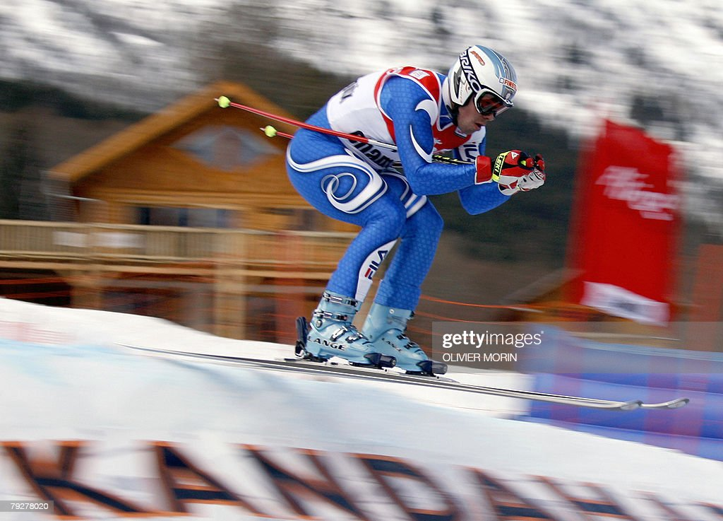 Italian skier Peter Fill speeds down during the official men's World Cup combined, 27 January 2008, in the French Alpine resort of Chamonix.
