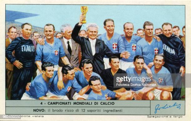 Italian soccer manager Vittorio Pozzo with the victorious team in Paris June 19 1938 World Champion Italy second place Hungary France Paris 1938...