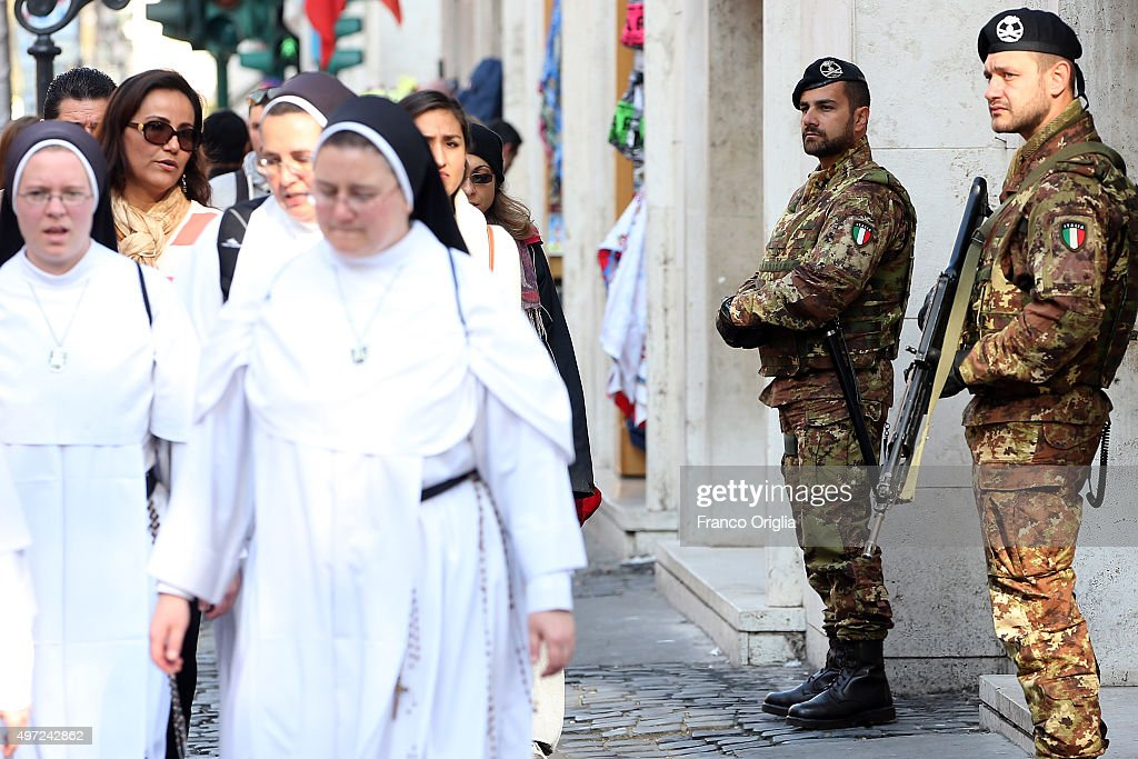 Vatican Reinforces Security Following Paris Terror Attacks : News Photo