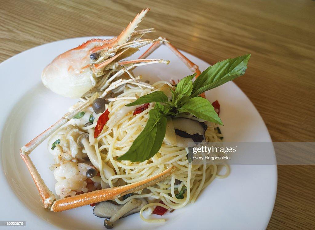 italian spaghetti pasta and fresh spicy shrimps sauce on wooden : Stock Photo