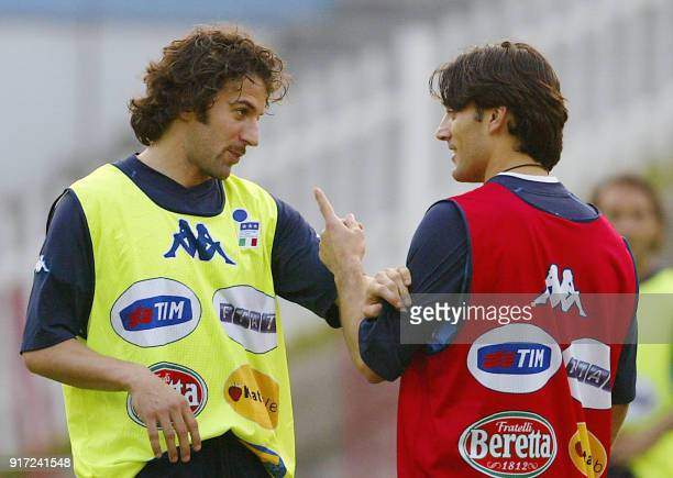Italian strikers Alessandro Del Piero and Vincenzo Montella discuss during a training sessiong at Kookmin Bank Ground in Chaonan 15 June 2002...
