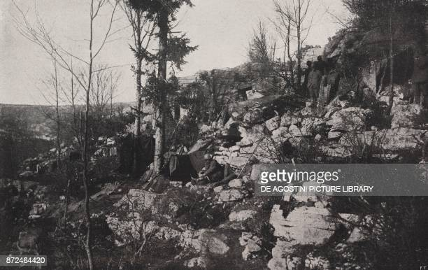 Italian support troops at Col del Rosso Battle of Piave Italy World War I from l'Illustrazione Italiana Year XLV No 25 June 23 1918