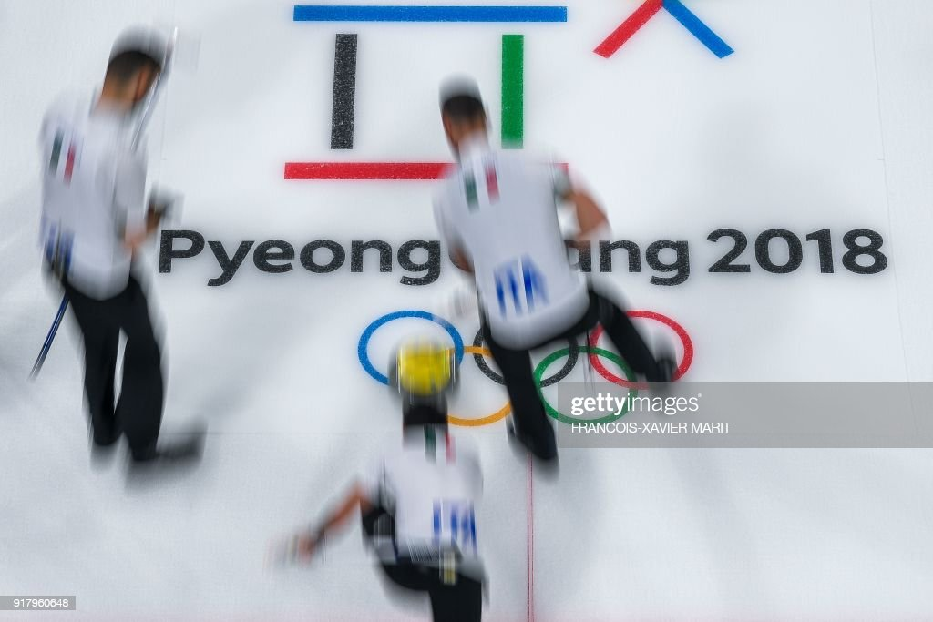 TOPSHOT - Italian team competes during the curling men's round robin session between Canada and Italy at the Pyeongchang 2018 Winter Olympic Games at the Gangneung Curling Centre in Gangneung on February 14, 2018. / AFP PHOTO / François-Xavier MARIT