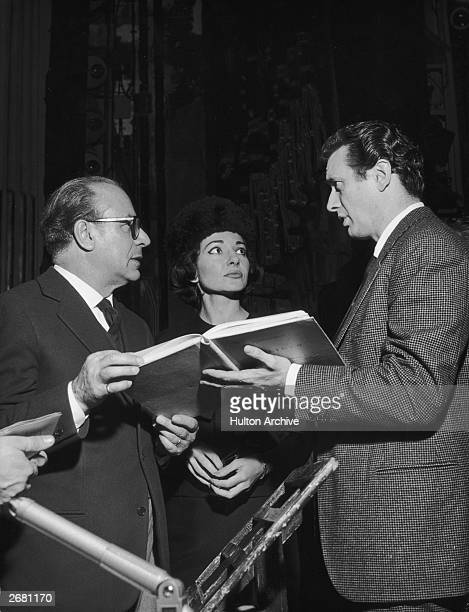 Italian tenor Franco Corelli with opera singer Maria Callas and stage manager Nicola Benois during rehearsals for Polinto at La Scala in Milan,...