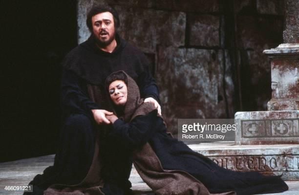 Italian tenor Luciano Pavarotti and American mezzosoprano Shirley Verrett perform in the Metropolitan Opera production of 'La Favorita' February 17...