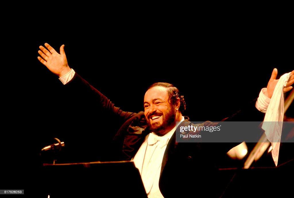 Luciano Pavarotti At Poplar Creek : Fotografía de noticias