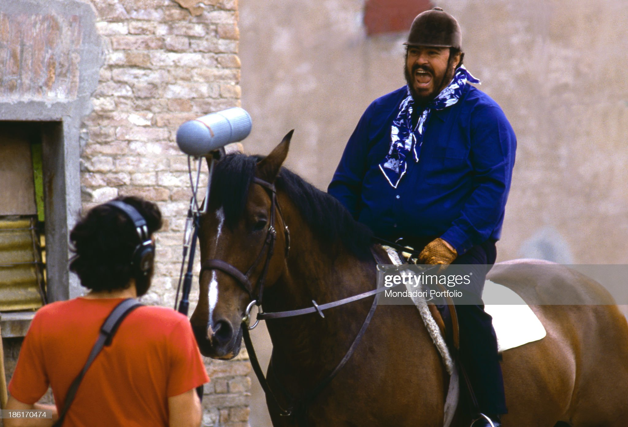 https://media.gettyimages.com/photos/italian-tenor-luciano-pavarotti-singing-seated-on-horseback-modena-picture-id186170474?s=2048x2048