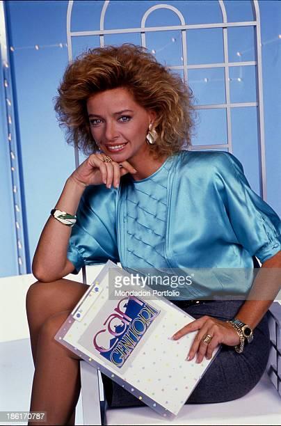 Italian TV and radio presenter Enrica Bonaccorti presenting the TV quiz Cari genitori Cologno Monzese 1988