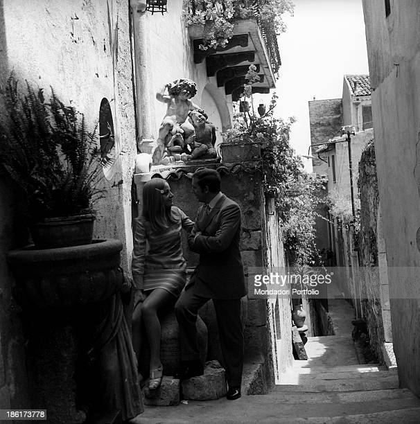 Italian TV and radio presenter Mike Bongiorno and his partner the Italian journalist and art director Annarita Torsello looking at each other into...