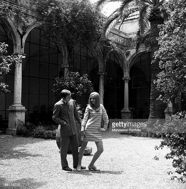 Italian TV and radio presenter Mike Bongiorno and his partner the Italian journalist and art director Annarita Torsello posing joking in the...