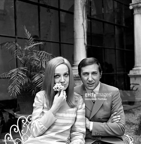 Italian TV and radio presenter Mike Bongiorno and his partner the Italian journalist and art director Annarita Torsello relaxing seated in the...