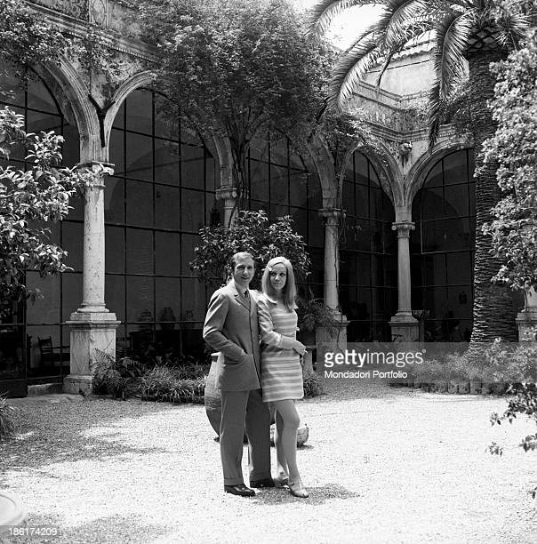 Italian TV and radio presenter Mike Bongiorno hugging his partner the Italian journalist and art director Annarita Torsello in the courtyard of the...