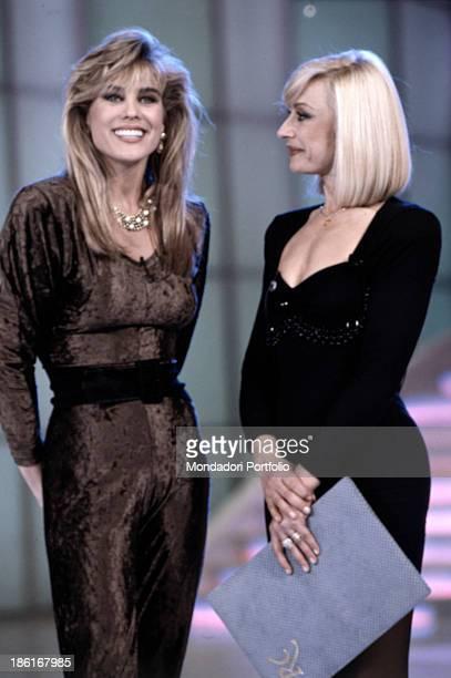 Italian TV presenter actress singer and showgirl Raffella Carrà talking with American actress Teri Ann Linn in the TV show Week end con Raffaella...