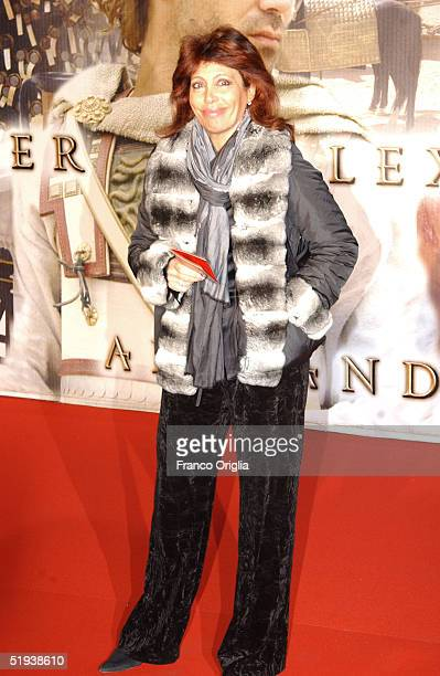 Italian TV reporter Daniela Vergara attends the Italian Premiere of Alexander at the Cinema Warner Village Moderno on January 11 2005 in Rome Italy