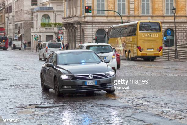 italian unmarked police car - gwengoat stock pictures, royalty-free photos & images