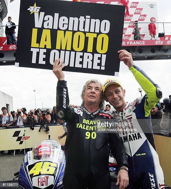 Italian Valentino Rossi poses with Spanish former rider Angel Nieto after he won the French Moto GP on May 18 2008 at Le Mans' racetrack western...
