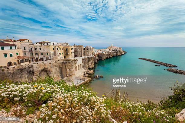 Pueblito italiano de Vieste, al sur de Italia