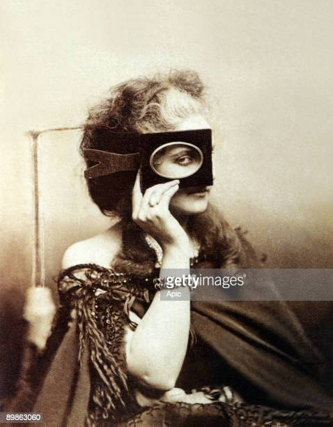 Italian Virgiana Oldoini , countess of Castiglione , she was the spy of french emperor NapoleonIII, holding an oval picture frame up to her eye,...