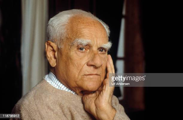 Italian writer Alberto Moravia poses during a portrait session held on May 23 1989 in Paris France