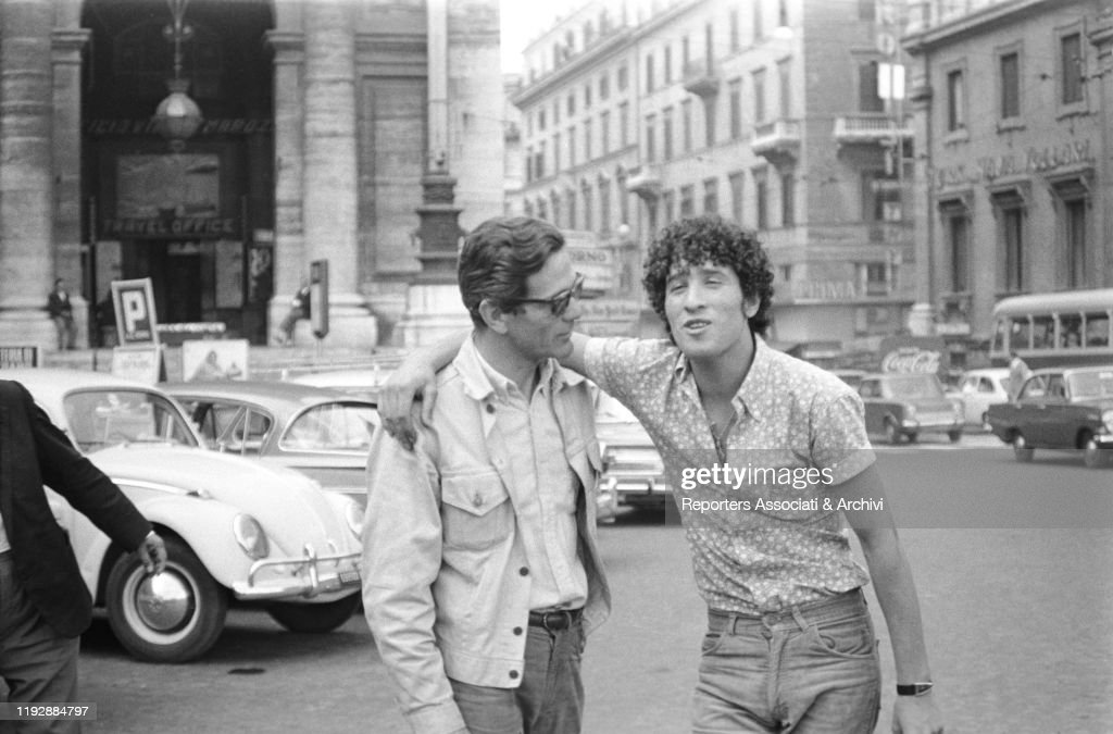 Pier Paolo Pasolini and Ninetto Davoli on the set of the segment The sequence of the paper flower : News Photo