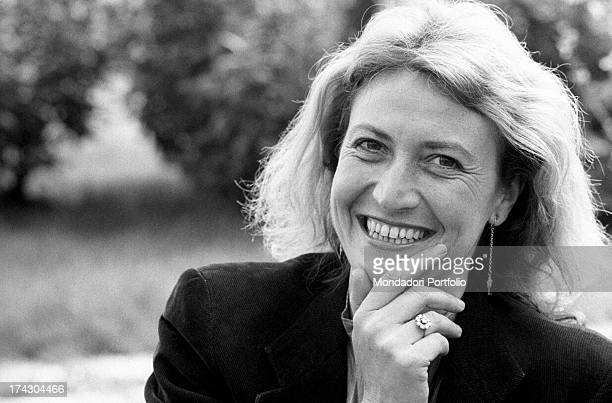 Italian writer and journalist Barbara Alberti smiling with her hand on her chin 1970s