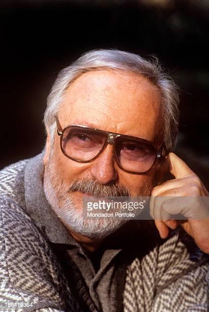 Italian writer and lyricist Antonio Amurri posing smiling. 1987.