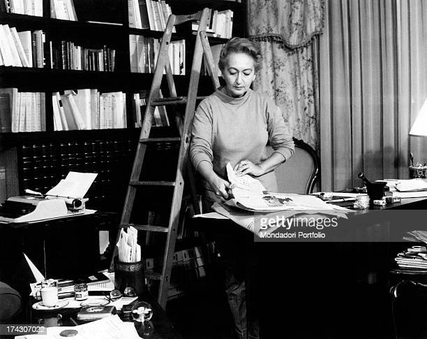 Italian writer poet and partisan Alba De Cèspedes talking to Italian actors Elio Zamuto Carlo Hintermann and Andreina Pagnani while they rehearse a...
