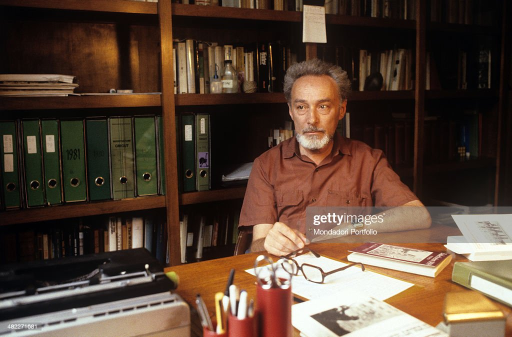 Primo Levi sitting in his studio : News Photo