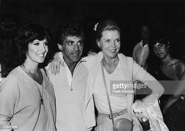 ItalianAmerican singer Frankie Valli with Dean Martin's exwife Jeanne Martin and his daughter Deana Martin August 1980 They are at The Palomino Club...