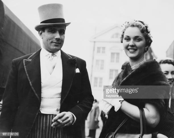 Italianborn British actress and TV personality Katie Boyle arrives at Epsom for the first day of the race meeting with her fiancé racehorse owner...