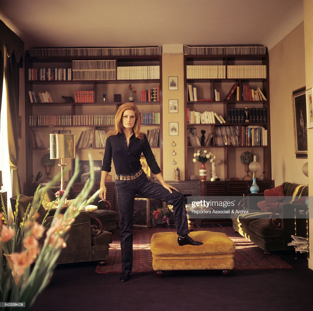 Dalida posing in her house : News Photo