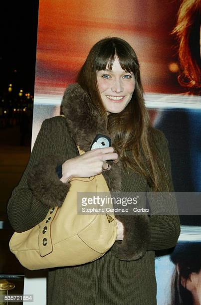 Italianborn model actress and singer Carla Bruni attends the premiere of 'Une Vie à T'Attendre'