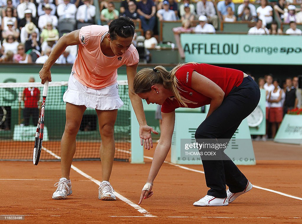 Italia's Francesca Schiavone talks with : News Photo