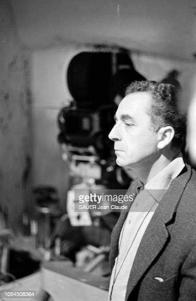 Italie février 1964 Le réalisateur Michelangelo ANTONIONI tourne son film Le désert rouge Avec Monica VITTI sa compagne dans la vie Portrait du...