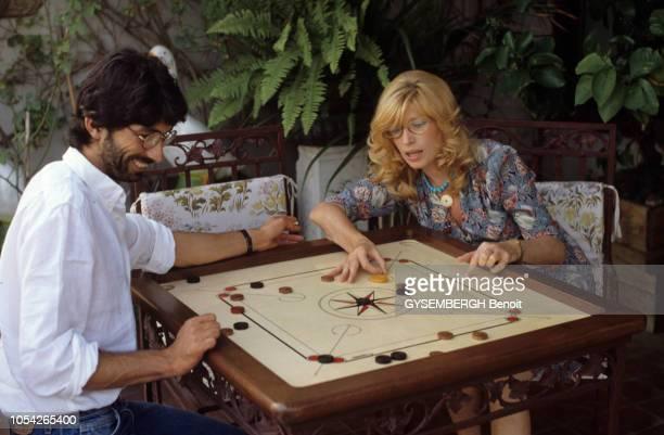 Italie Septembre 1983 Rendezvous avec l'actrice Monica VITTI et son compagnon le réalisateur Roberto RUSSO lors du tournage de leur film Flirt où...