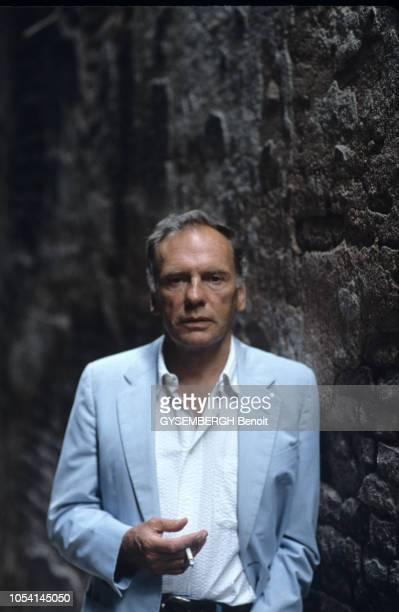Italie septembre 1987 Rendezvous avec l'acteur JeanLouis TRINTIGNANT à l'occasion du festival international du film de Venise Portrait en buste de...