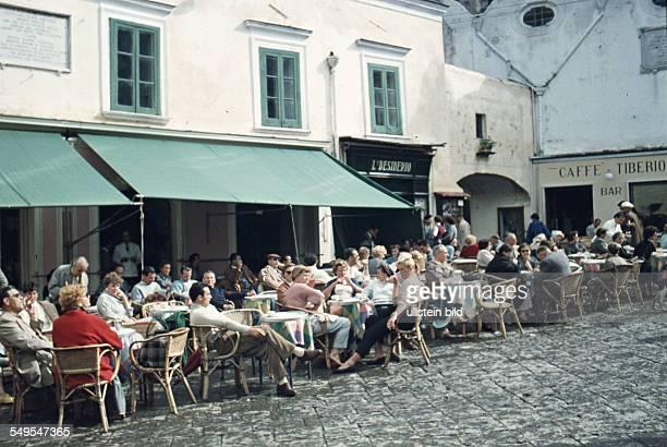 Italien ca 1958 Capri Strassencafe