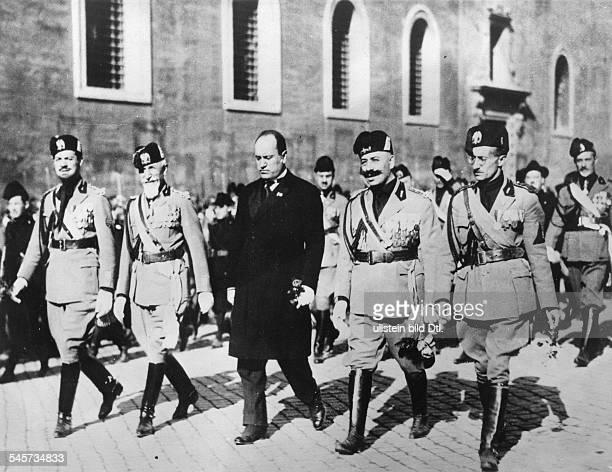 Italien Faschismus 'Marsch auf Rom' Oktober 1922 Benito Mussolini zusammen mit dem sog Qudrumvirn des Marsches auf Rom vlnr die Generäle IBalbo de...