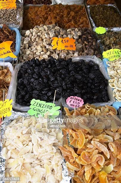 Gardasee Trockenfrüchte am Verkaufsstand in Limone