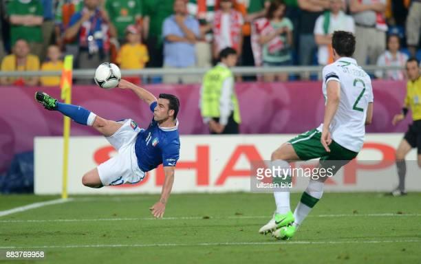 FUSSBALL EUROPAMEISTERSCHAFT Italien Irland Antonio Di Natale gegen Sean St Ledger