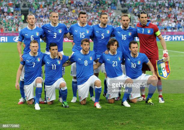 FUSSBALL EUROPAMEISTERSCHAFT Italien Irland Teamfoto Italien hintere Reihe von links Federico Balzaretti Giorgio Chiellini Andrea Barzagli Thiago...