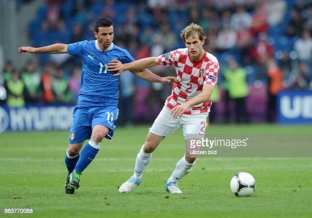 FUSSBALL EUROPAMEISTERSCHAFT Italien Kroatien Antonio Di Natale gegen Ivan Strinic