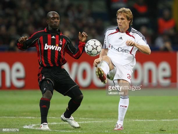 Champions League Saison 2006/2007 ViertelfinalHinspiel AC Mailand FC Bayern Muenchen 22 Zweikampf um den Ball zwischen Mailands Clarence Seedorf und...