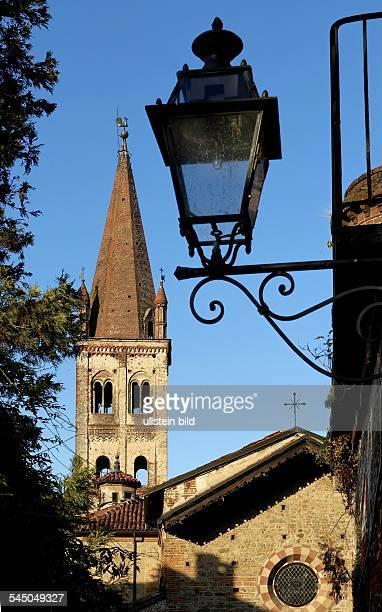Strassenlaterne und Turm der Chiesa di San Giovanni