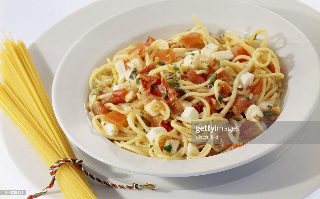 Italienische Kueche Nudeln Pasta Teller Spaghetti Alla Caprese